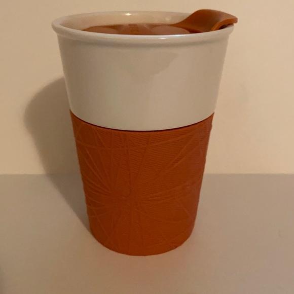Starbuck 8oz cup 2013 orange rubber around mug cup